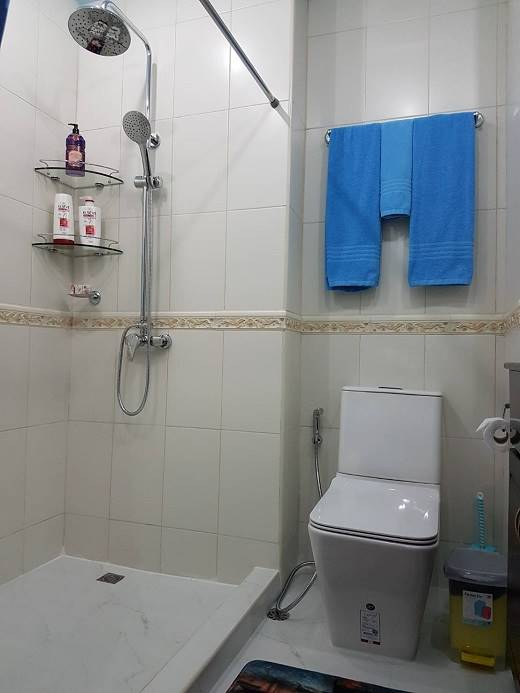 12-579_20A_20VT2_20Bathroom_20shower[1]