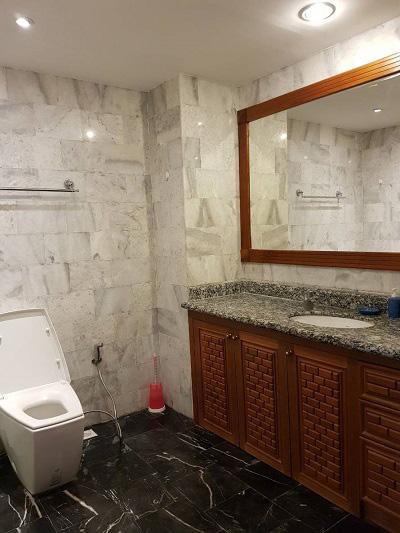 14-673_20VT2A_20bathroom_20view_20new[1]