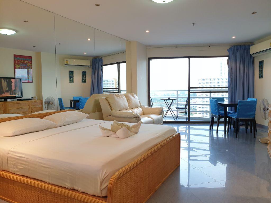 15-700-room-09