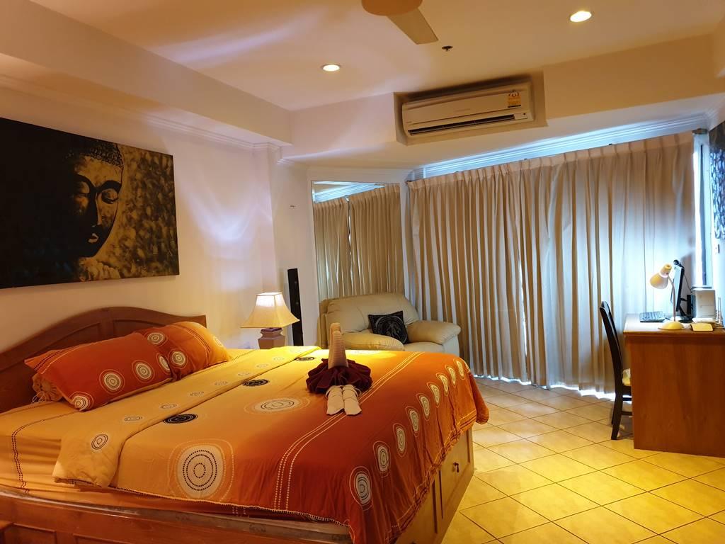 room-11-527-jacuzzi-suite-11