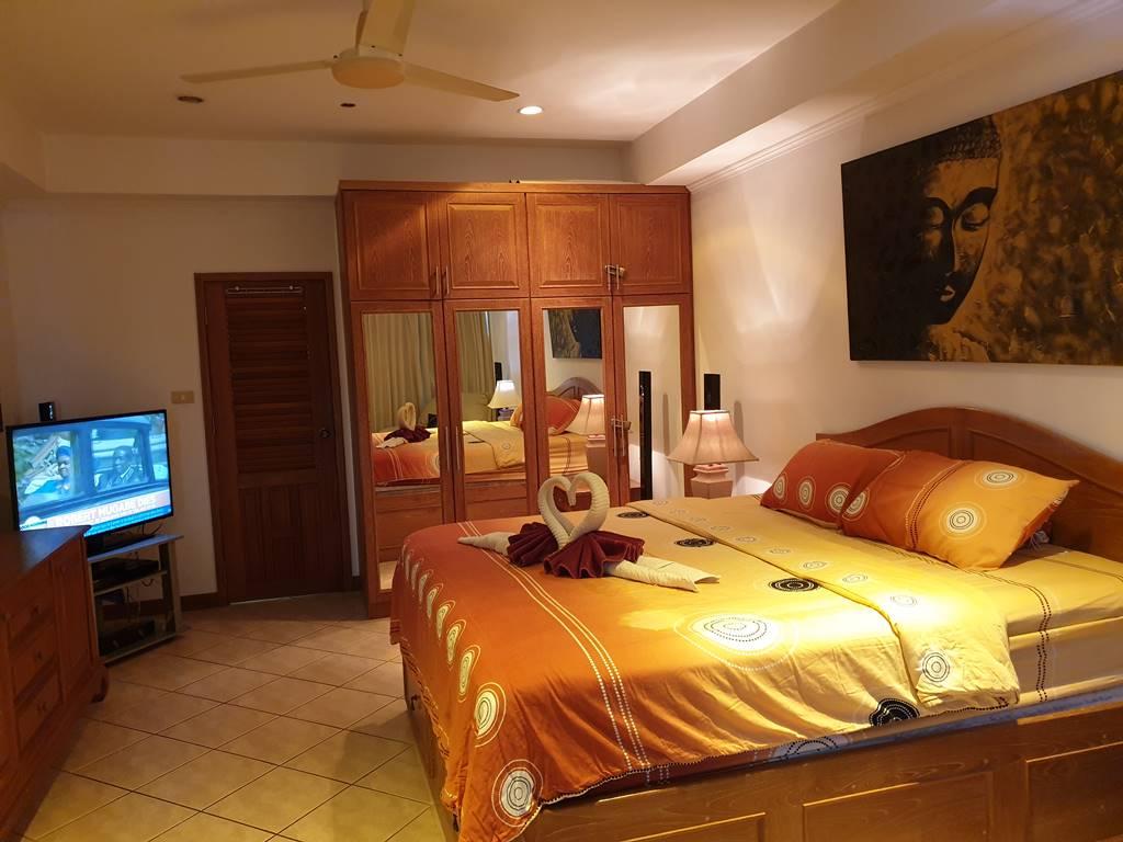 room-11-527-jacuzzi-suite-13