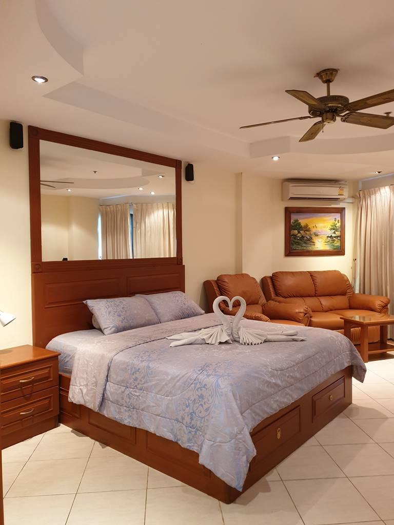 room-17-811-luxury-sea-view-studio-9