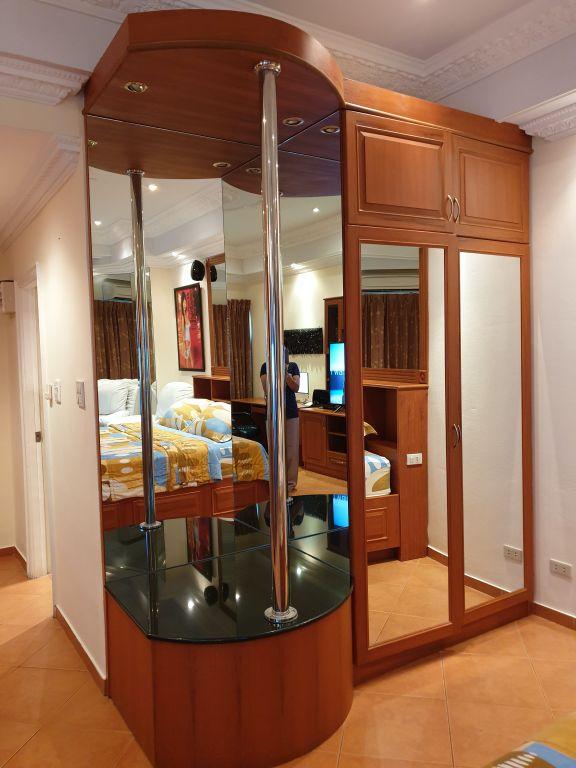 room-18-860-07