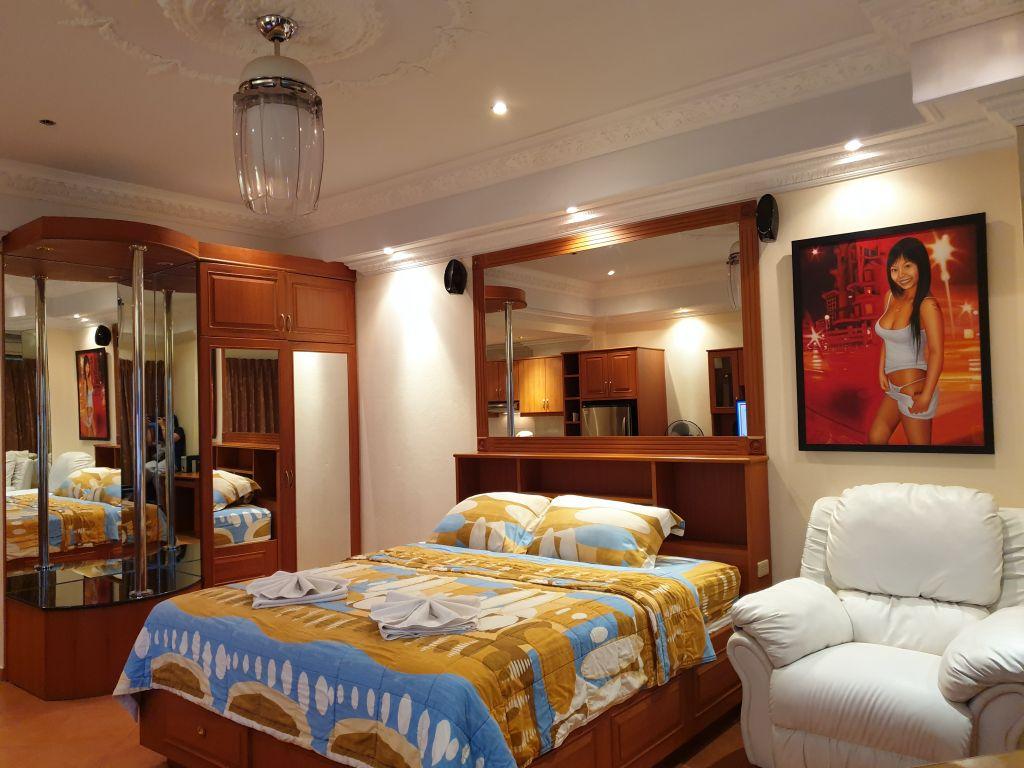room-18-860-09