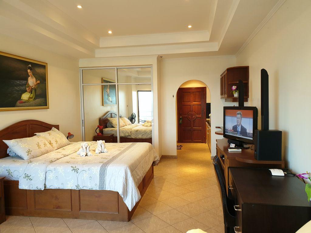 room-18-866-07